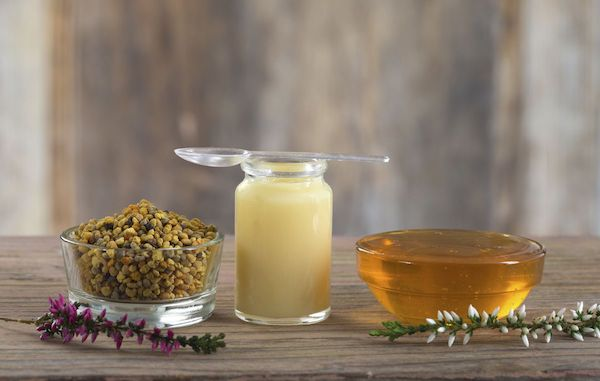 Méz, méhpempő és propolisz – az apiterápia eszközei.