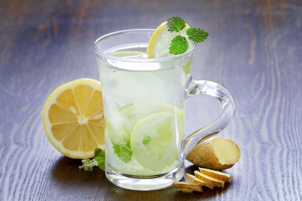 Gyömbéres, mentás frissítő limonádé nyárra.