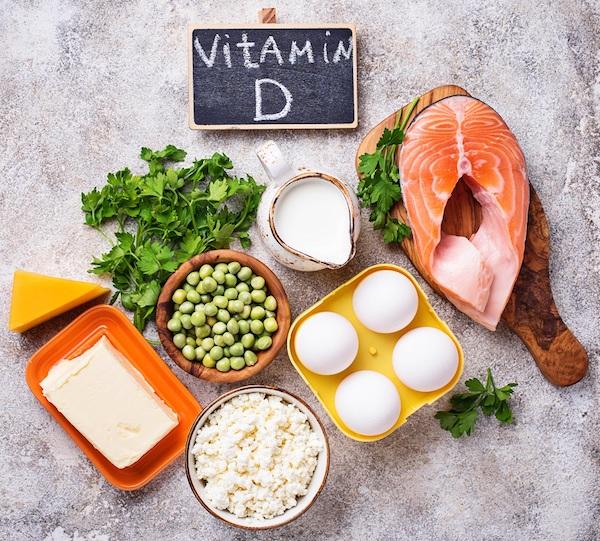 Sok D-vitamint tartalmazó élelmiszerek: tojás, lazac, tej, túró, vaj, sajt, petrezselyem.