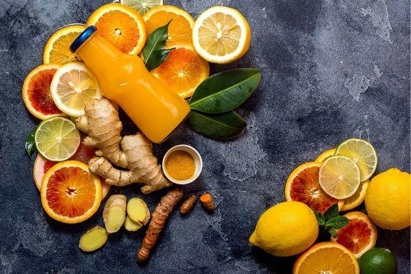 Citrusos gyümölcsök, narancs, grapefruit, cirtom, lime, illetve gyömbér és kurkuma.