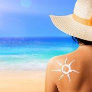 Megvédhetnek a bőrráktól, de azért használjunk naptejet!